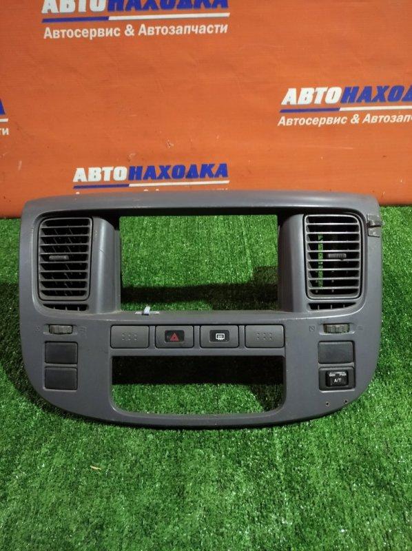 Консоль магнитофона Nissan Caravan VPE25 KA20DE 2001 +дефлектора+кнопка аварийки+кнопка