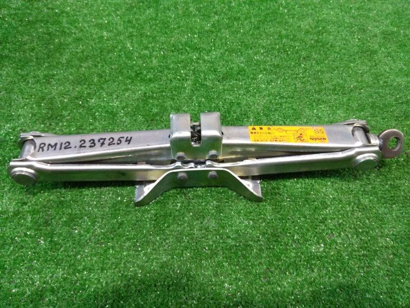 Домкрат Nissan Liberty RM12 QR20DE 1998 WAKO грузоподъемность 1050 кг.