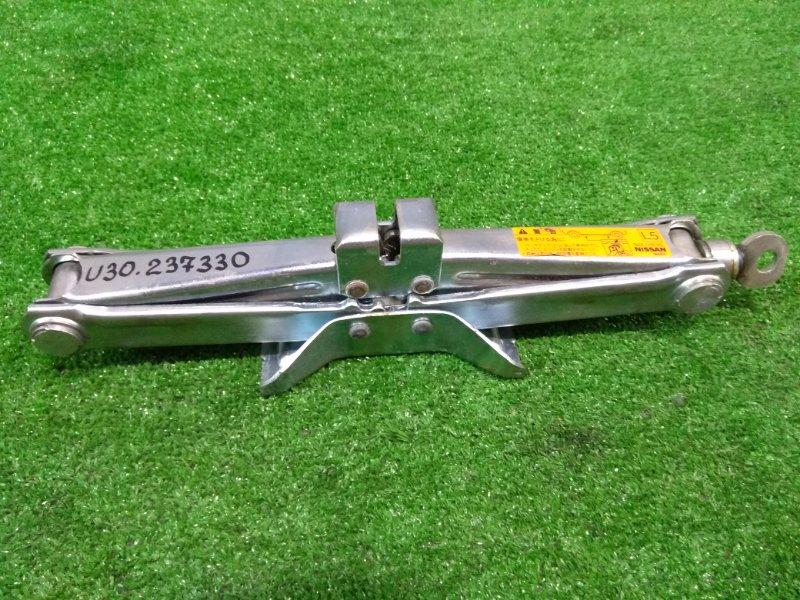 Домкрат Nissan Bassara U30 QR25DE 1998 WAKO грузоподъемность 1100 кг.