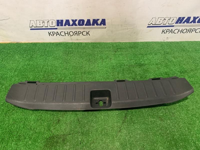 Накладка багажника Honda Fit Shuttle GG7 L15A 2013 задняя нижняя 84640-TF7-003 под 5-ю дверь, где петля