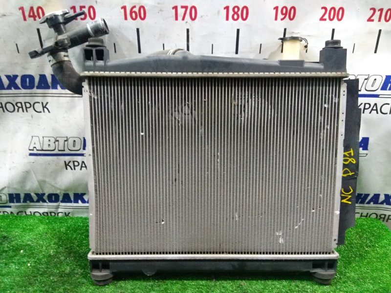 Радиатор двигателя Toyota Sienta NCP81G 1NZ-FE 2006 передний 16400-21220, 16711-21130, 16711-21131 с диффузором и