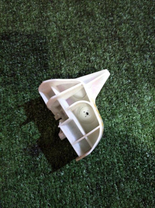 Клипса бампера Toyota Aqua NHP10 1NZ-FXE 2011 задняя правая