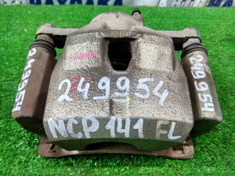 Суппорт Toyota Spade NCP141 1NZ-FE 2012 передний левый FL