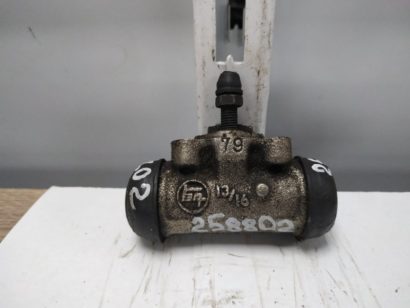 Рабочий тормозной цилиндр Toyota Ipsum SXM10G 3S-FE 1996 задний RR=RL ***Дефект*** пыльника