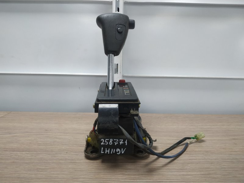 Ручка кпп Toyota Hiace LH119V 3L