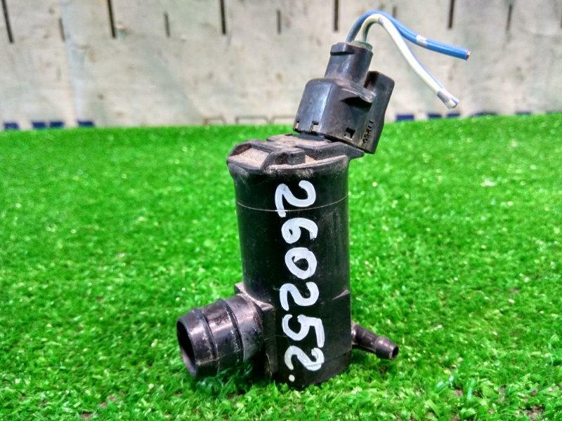 Мотор омывателя Toyota Voxy AZR60G 1AZ-FSE 2001 задний на один выход , фишка на 2 контакта