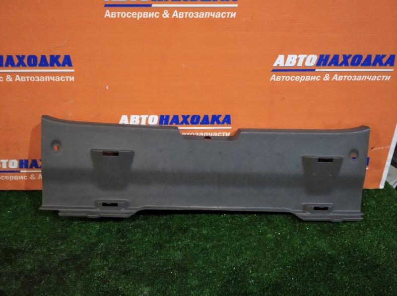 Накладка багажника Toyota Vitz SCP90 2SZ-FE 2005 5й двери
