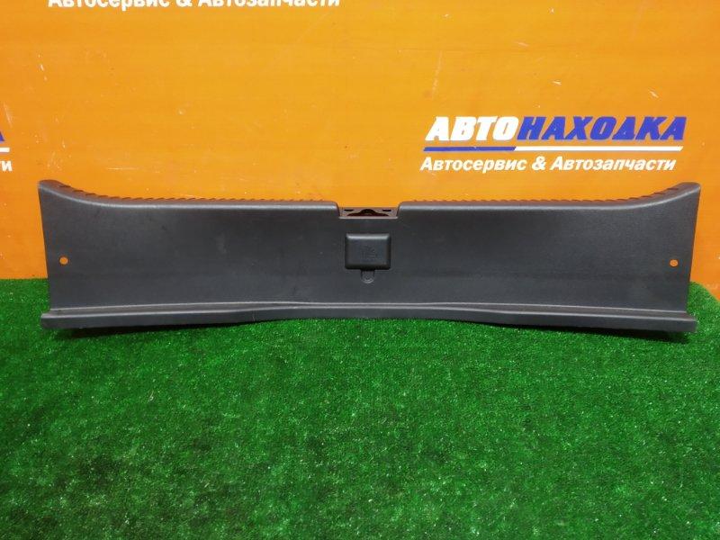 Накладка багажника Mazda Axela BK3P L3-VDT 2006 задняя 5й двери