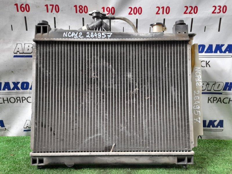 Радиатор двигателя Toyota Platz NCP12 1NZ-FE 1999 А/Т с диффузором и вентилятором