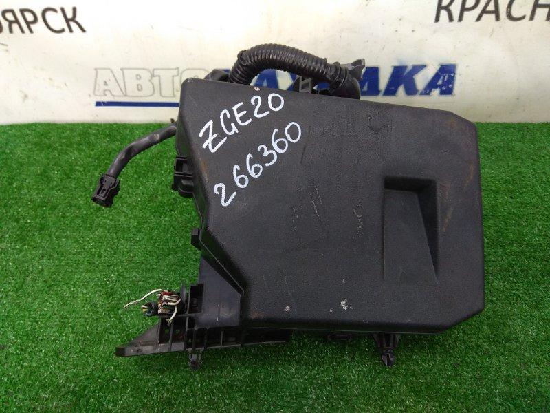 Блок предохранителей Toyota Wish ZGE20G 2ZR-FAE 2009 подкапотный