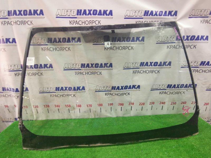 Стекло лобовое Toyota Ractis NCP120 1NZ-FE 2010 переднее Оригинальное стекло, присутствует дефект