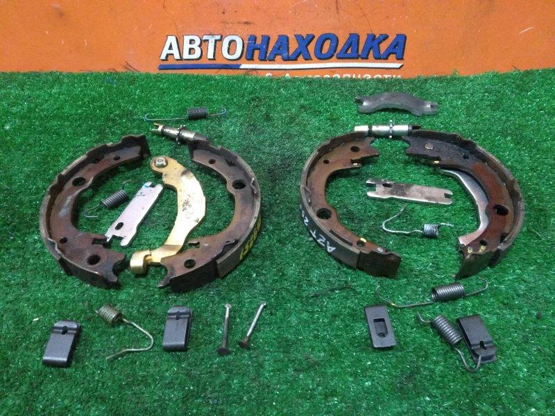 Колодки тормозные Toyota Avensis AZT250 1AZ-FSE задние КОМПЛЕКТ, РУЧНИК