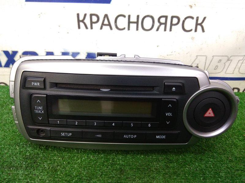 Магнитола Toyota Vitz NSP130 1NR-FE 2010 штатная магнитола, с кнопкой аварийки, MP3 / RADIO / AUX, с