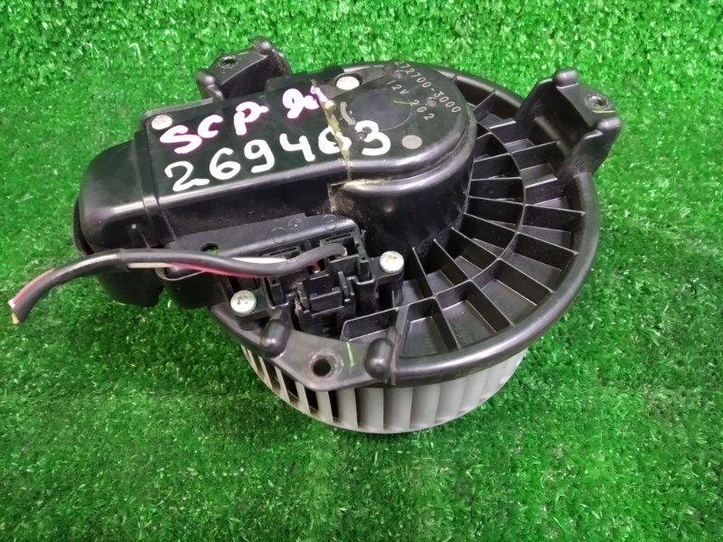 Мотор печки Toyota Vitz SCP90 2SZ-FE 2005 с реостатом, большая фишка - 3 контакта