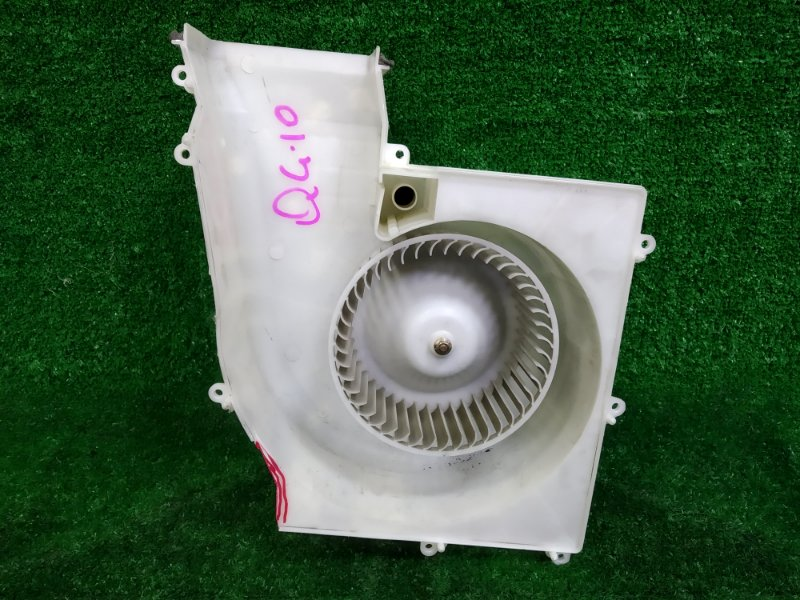 Мотор печки Nissan Bluebird Sylphy QG10 QG18DE 2000 подломан корпус (на фото), 2 контакта, с фишкой, в
