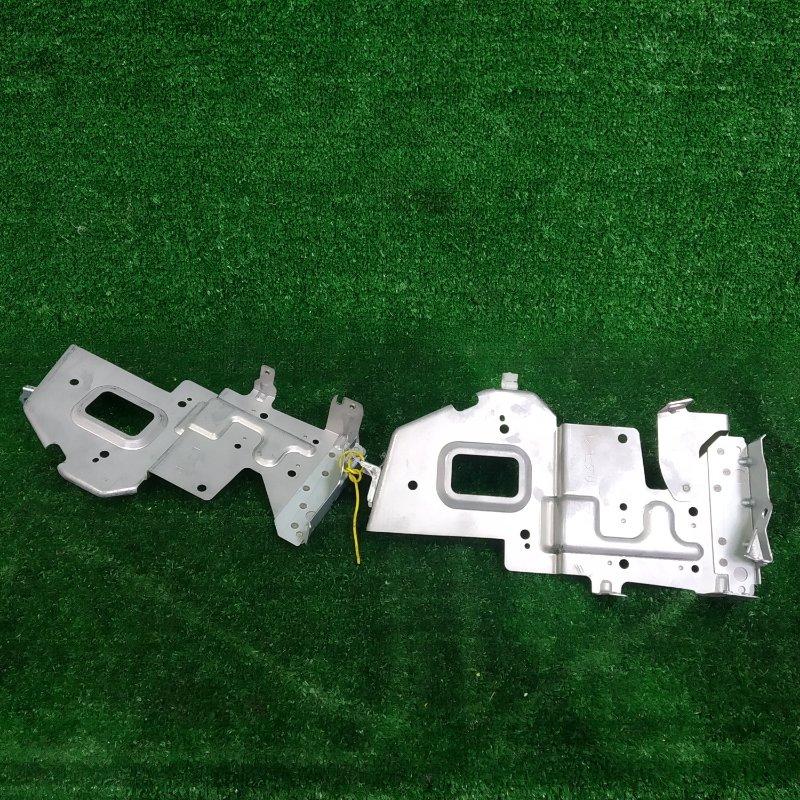 Крепление магнитофона Toyota Caldina ZZT241W 1ZZ-FE 2005 штатные, пара, левый + правый