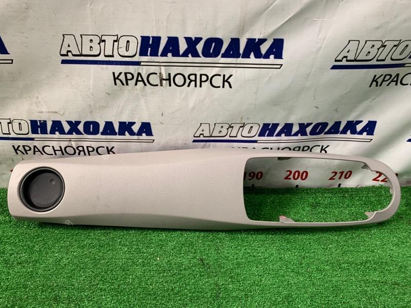 Накладка пластиковая в салон Toyota Vitz KSP130 1KR-FE 2010 Обрамление магнитолы, с