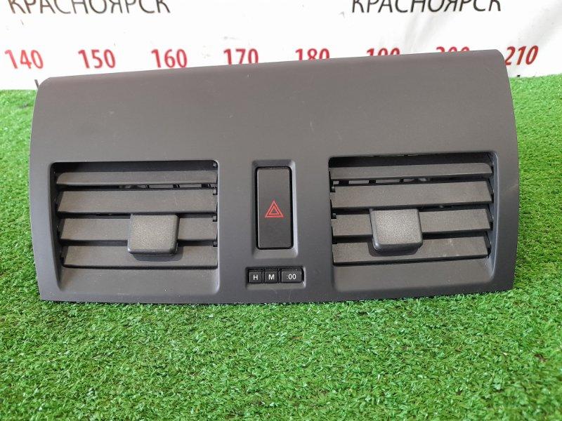 Дефлектор Mazda Axela BL5FW ZY-VE 2009 центральные, с кнопкой аварийки и кнопками часов.