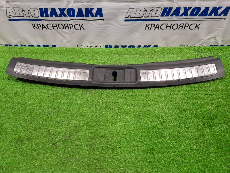 Накладка багажника Mazda Atenza GHEFW LF-VD 2010 задняя под 5-ю дверь, где петля замка. ХТС.
