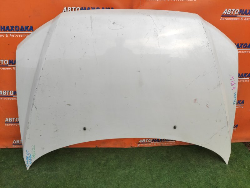 Капот Mitsubishi Chariot Grandis N94W 4G64 ф 87262 вмятинка