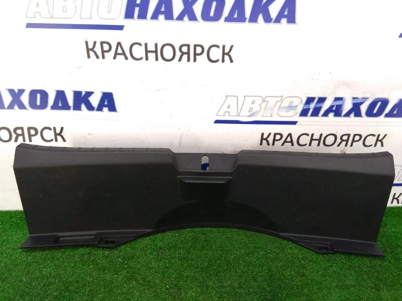Накладка багажника Toyota Vitz NSP130 1NR-FE 2010 задняя обшивка задней стенки багажника, где