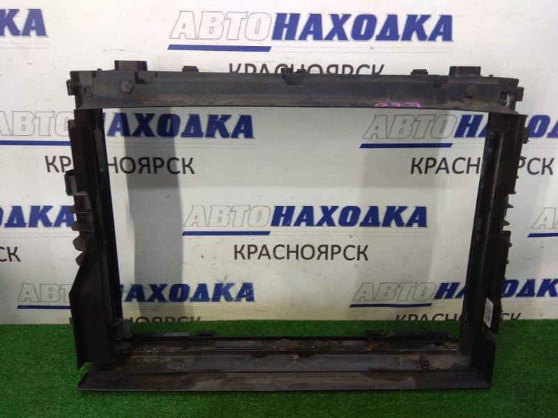 Рамка радиатора Bmw 525I E60 N52B25 2003 пластиковая, в которую вставляются радиаторы