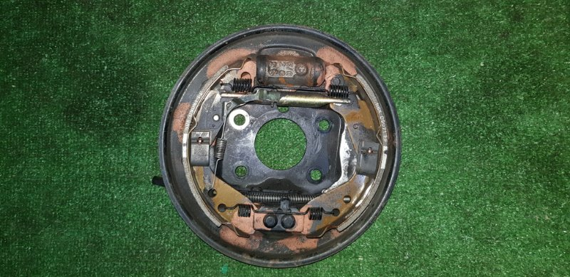 Рабочий тормозной цилиндр Honda Fit GD1 L13A 2001 задний левый в сборе с кожухом и колодками