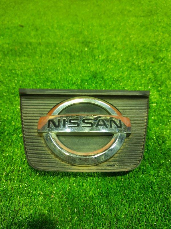 Решетка радиатора Nissan Wingroad Y12 HR15DE 62891-CV700 ЦЕНТРАЛЬНАЯ ЧАСТЬ