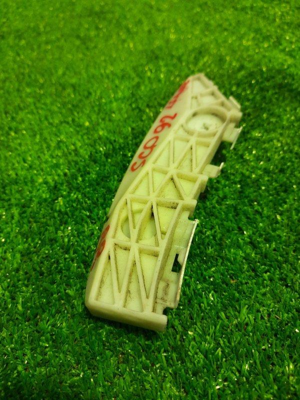 Клипса бампера Toyota Belta KSP92 1KR-FE задняя правая 52155-52091 СЛОМАНО ОДНА ЗАСТЕЖКА