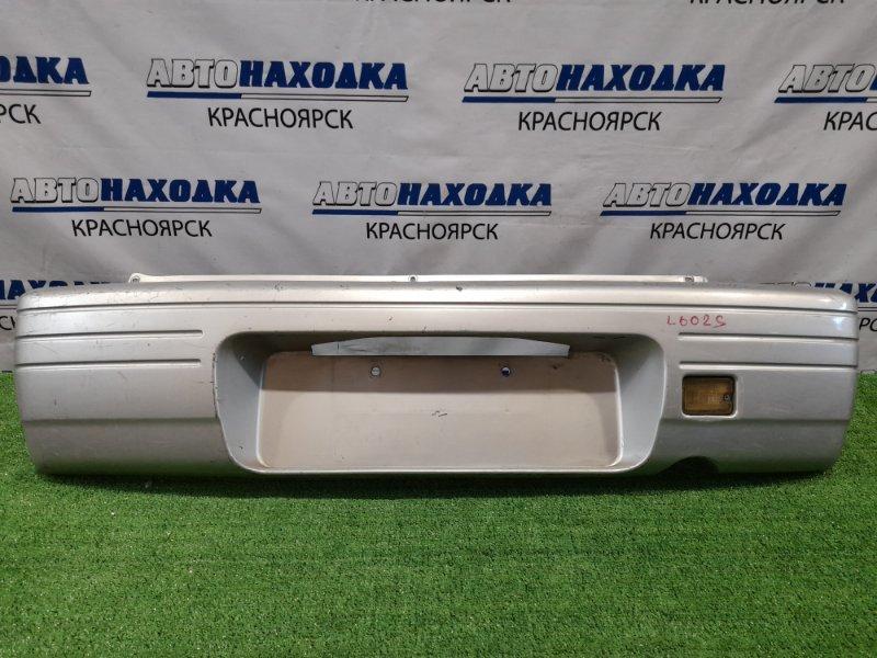 Бампер Daihatsu Move L602S JB-GL 1995 задний Задний, пошоркан, с фонарем заднего хода.