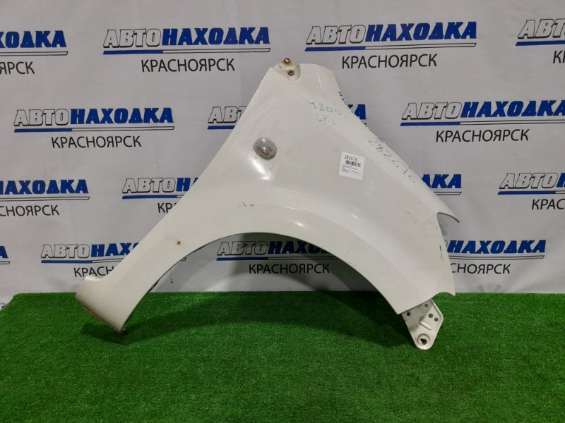 Крыло Daihatsu Boon M300S 1KR-FE 2004 переднее правое переднее правое, с повторителем, белое, под