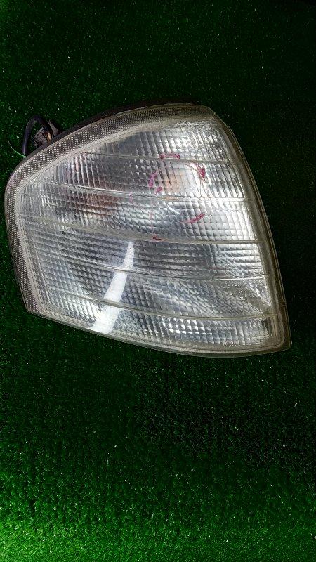 Фонарь габаритный Mercedes-Benz C200 W203 передний правый A2028260843 ТРЕЩИНЫ В ВЕРХНЕЙ ЧАСТИ