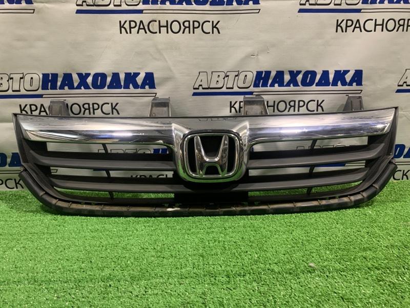 Решетка радиатора Honda Stream RN6 R18A 2006 передняя дорестайлинг, есть трещины на нижнем