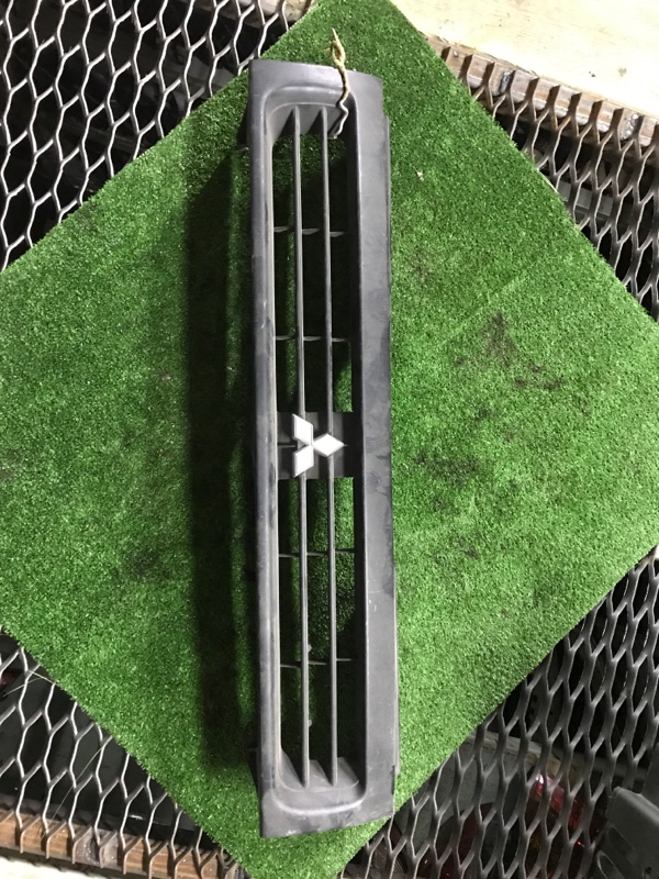 Решетка радиатора Mitsubishi Rvr N28W 4D68T MB634956