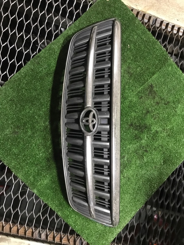 Решетка радиатора Toyota Nadia SXN15 3S-FE 53101-44100 TYPE SU сломаны верхние,крайние крепления