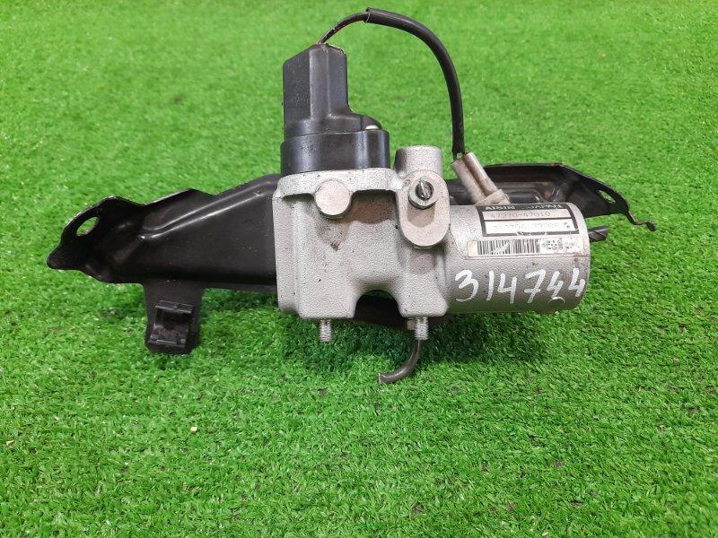 Распределитель тормозного усилия Toyota Prius NHW20 1NZ-FXE 2005 регулятор давления тормозов