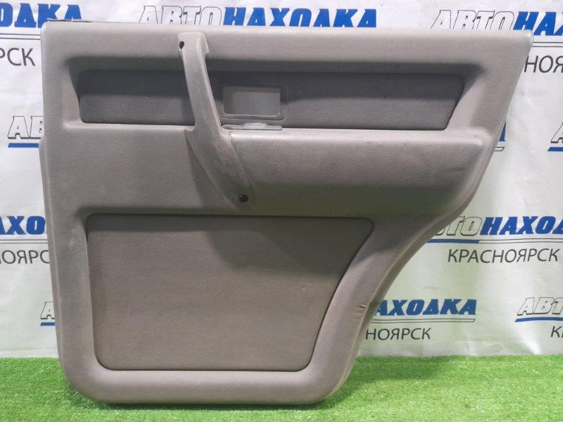 Обшивка двери Isuzu Bighorn UBS69GW 4JG2 1991 задняя правая задняя, правая, с тканевой вставкой, с