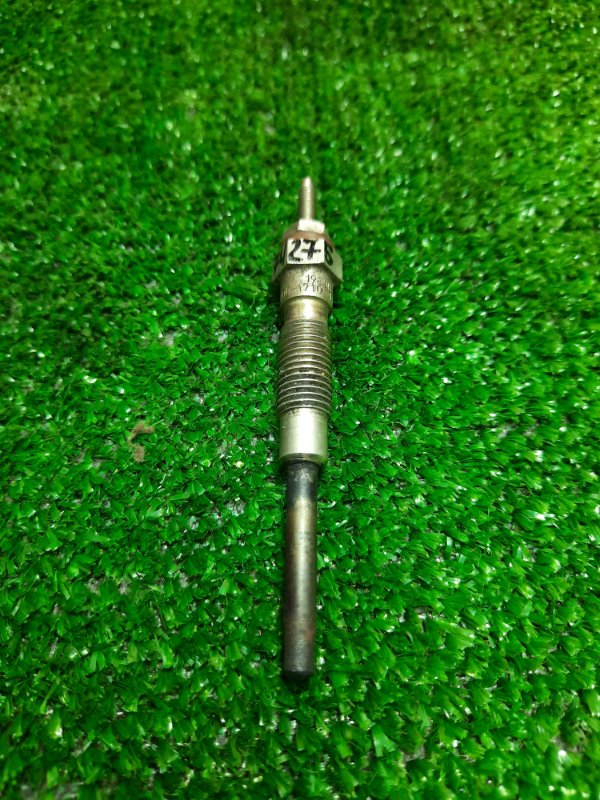 Свеча накаливания Toyota Hiace 2L-T 19850-54090 ND 067100-1710 11V 7M