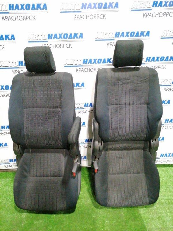 Сиденья Toyota Voxy AZR60G 1AZ-FSE 2004 передняя передние,черная ткань. механические регулировки,