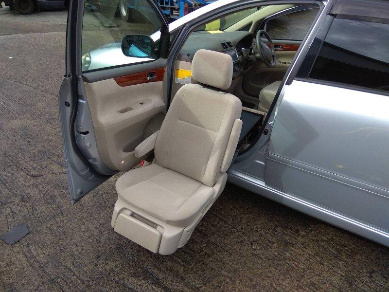Сиденья Toyota Ipsum ACM21W 2AZ-FE 2003 передняя левая Передние левое сиденье предназначенное для