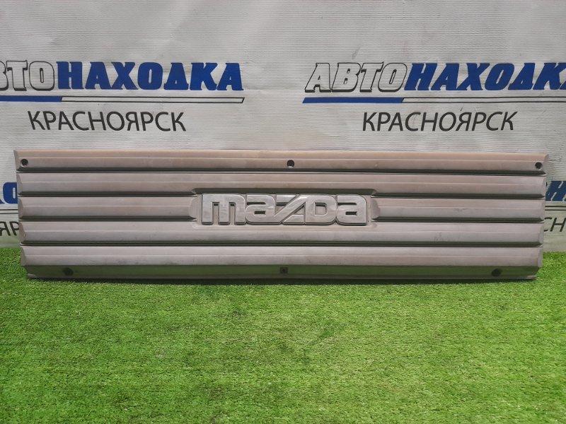 Решетка радиатора Mazda Bongo Brawny SD2AT R2 1990 серая