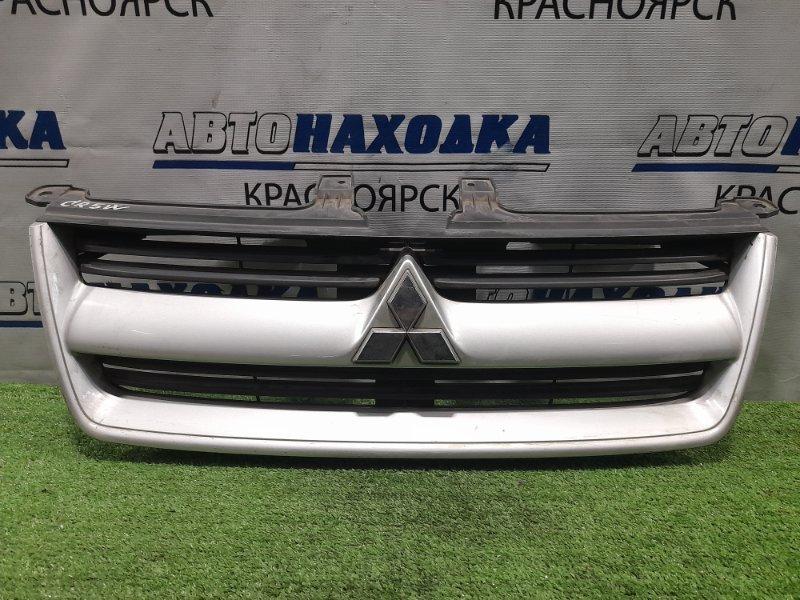 Решетка радиатора Mitsubishi Dion CR5W 4G93 2002 рестайлинг, потёртости, помутнение хрома на