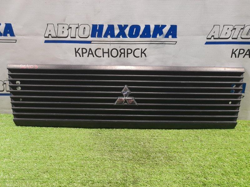 Решетка радиатора Mitsubishi Minicab U61T 3G83 2000 рестайлинг, небольшие потёртости, надломано