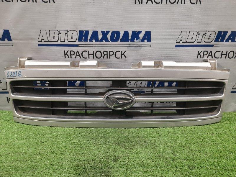 Решетка радиатора Daihatsu Atrai 7 S221G K3-VE 2000 серебристая, царапинки