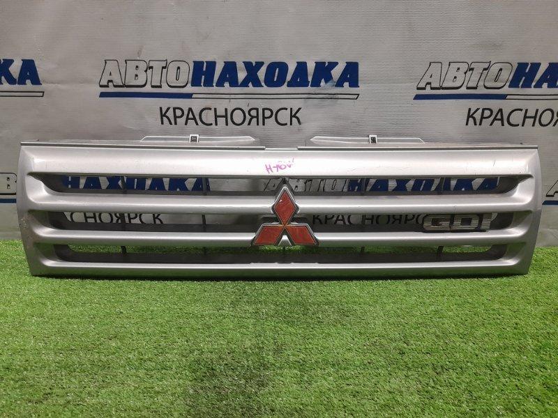 Решетка радиатора Mitsubishi Pajero Io H76W 4G93 1998 серебристая, дорестайлинг, потёртости,