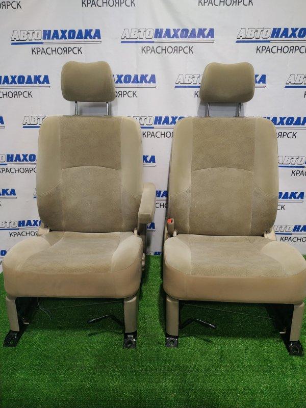 Сиденья Nissan Liberty RM12 QR20DE 2001 передняя Передние, пара, с механическими регулировками,