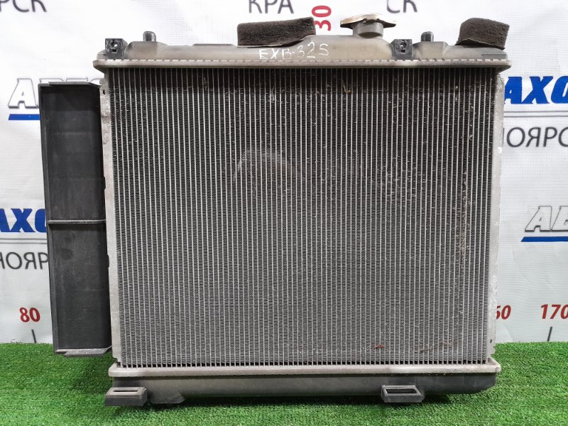 Радиатор двигателя Suzuki Splash XB32S K12B 2008 с диффузором и вентилятором.