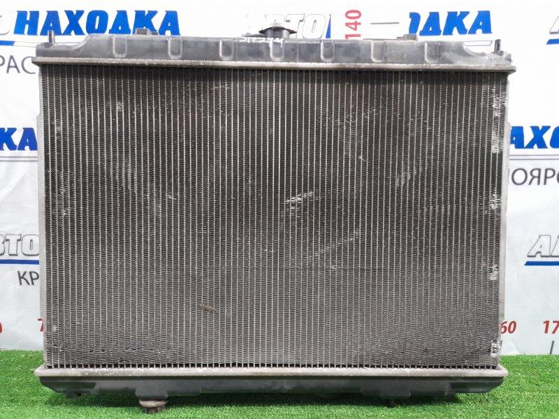 Радиатор двигателя Nissan X-Trail T30 QR20DE 2003 под АКПП, с диффузором и вентиляторами