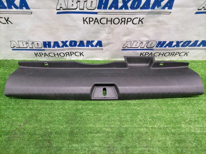 Накладка багажника Honda Civic FD1 R18A 2005 задняя под 5-ю дверь, где петля замка