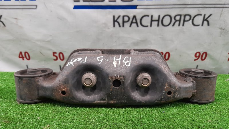 Подушка редуктора Subaru Legacy BH5 EJ20 2001 задняя кронштейн с двумя сайлентблоками